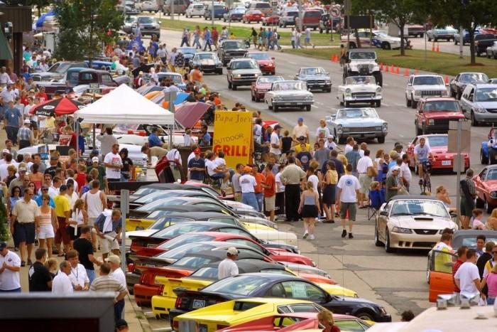 Woodward Dream Cruise: a világ legnagyobb egynapos autós rendezvénye. A lakópark a Woodward sugárút tőszomszédságában épül.