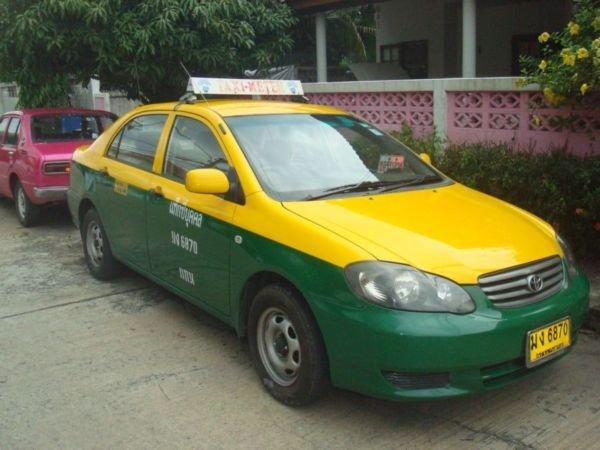 A Corolla globális autó, Ázsiában és Amerikában is erős szereplő. Ez a thaiföldi piacra gyártott taxiverzió, a Toyota Limo