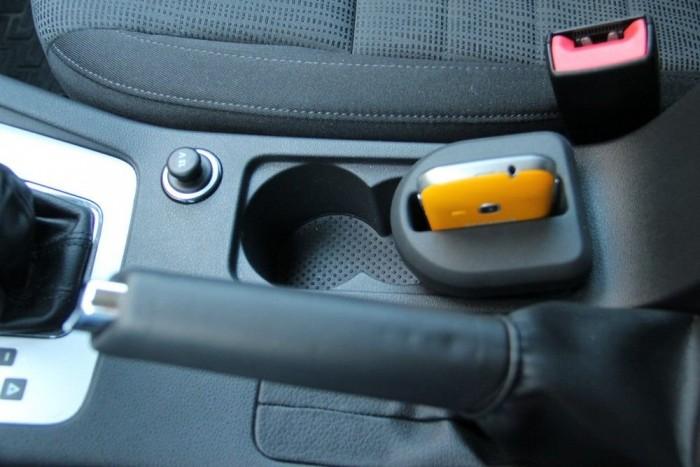 Gumis telefontartó betét a pohártartóba. Az évezred autós innovácója!
