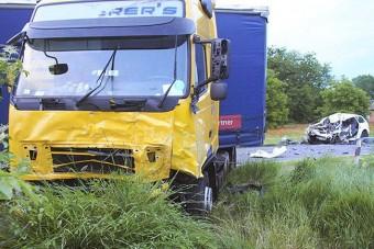 Gyilkolt, majd teljes gázzal kamionnak hajtott