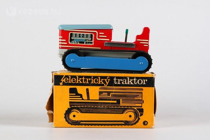 Csehszlovák lánctalpas traktor, elektromos hajtással. Nem egy bonyolult darab, cserébe erős, és zajos.