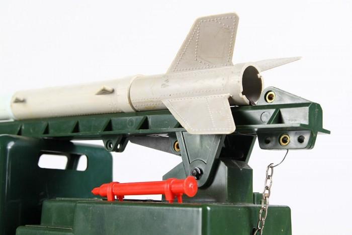 Egy mai játékgyártót megnéznék, aki hasonló méretű és anyagú és funkciójú rakétakilövővel be merne kopogtatni a gyermekjáték-engedélyeztetési-hivatalba.