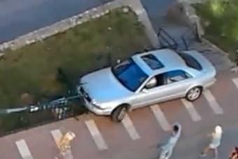 Szétverte luxus-Audiját az őrült sofőr
