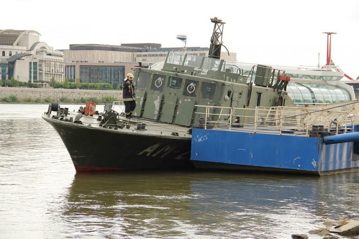 Az A38 hajó és a Rákóczi híd közötti szakaszon áll évek óta a volt aknászhajó