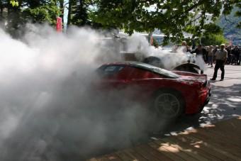 A vén Bentley odapörkölt a Ferrariknak