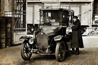 Világújdonságokat hozott a 100 éves budapesti taxi