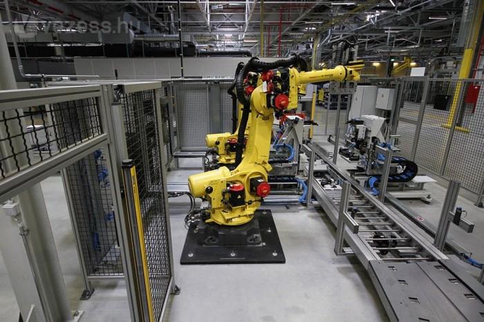 A fürgemozgású ipari robotokat praktikus dolog ketrecbe zárni. Mozgásuk kiszámíthatatlan és elképesztő gyors, könnyen lekeverhet egyet a gyanútlan dolgozónak, látogatónak egyaránt.