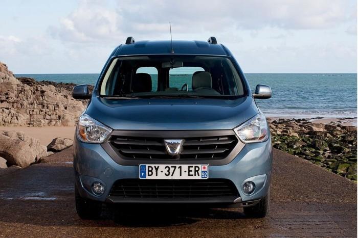 8. Dacia Dokker 1,6, 82 LE, 2 590 000 Ft. Nyugaton majd' egy éve kapható, de nálunk csak most kezdődött a Dokker értékesítése. Az egyetlen igazán praktikus családi autó ezért a pénzért, négy légzsákkal, de arra azért odafigyelt a Dacia, hogy a bal oldali tolóajtó feláras legyen