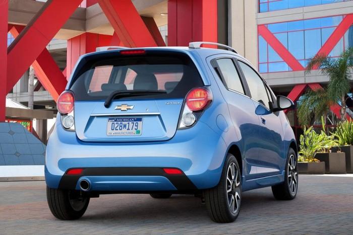 6. Chevrolet Spark 1,0 LS, 2 380 000 Ft. A Splash és a Sandero mellett a Spark is alapáron ötajtós. Ezen a szinten egyedülálló felszerelése a függönylégzsák, de az ESP is elérhető 65 000 forintért. Aki autót venne, válassza inkább az LS+ szintet! Akciós árán 2,5 millió forintért klímaberendezést, USB-bemenetet, CD-s rádiót és pár elektromos extrát is nyújt