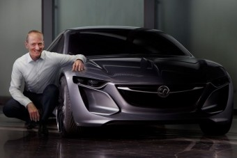 Hátsókerék-hajtású sportkupéval támad az Opel