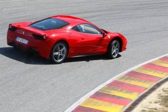 Gyári tuningos Ferrari jön