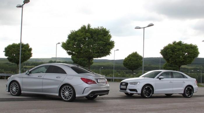 A két autó helykínálata hasonló, a hátsó fejtér mindkettőben szűkös, az Audi csomagtere 425 literes, a Mercié a játékosabb forma dacára nagyobb, 470 liter