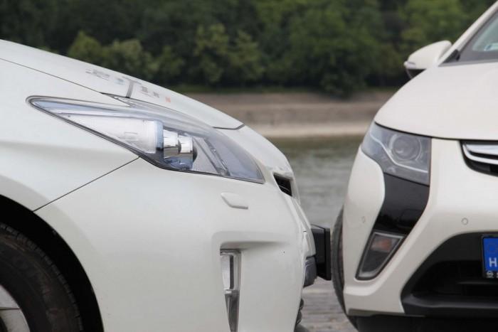 Melyik takarékosabb: Prius vagy Ampera?