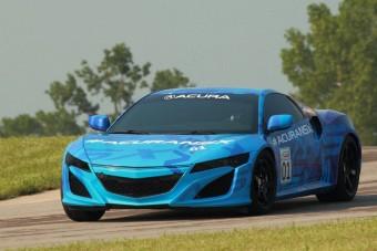 Versenypályán a Honda szupersportkocsija