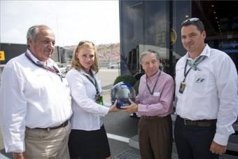 Ajándékot vitt a Hungaroringre az FIA-elnök