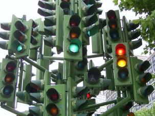 Az autósoknak programozzák át a pesti lámpákat