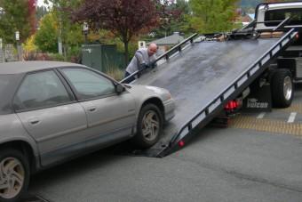 Gyerekestül vontatták el a tilosban parkoló autót