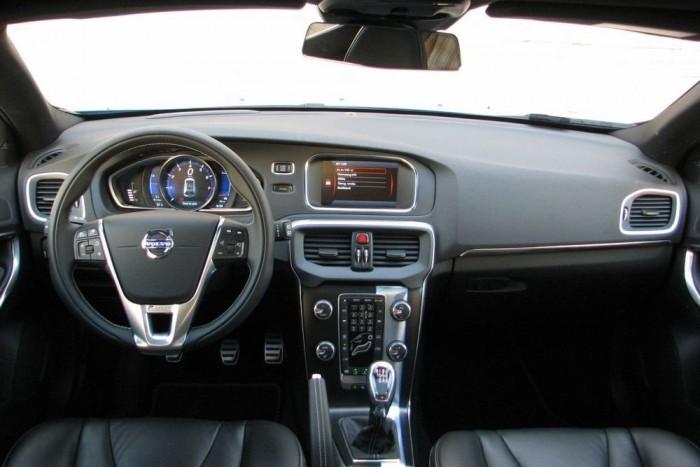 Tipikus Volvo-belső, nem tipikus műszeregységgel