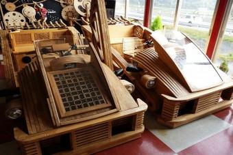 Fából készült japán sportautó