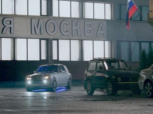 A Resident Evil egyik részében szintén egy parkolóban álló Niva. Egy picit eltereli a kék neonfény a figyelmet, de mi észrevettük.