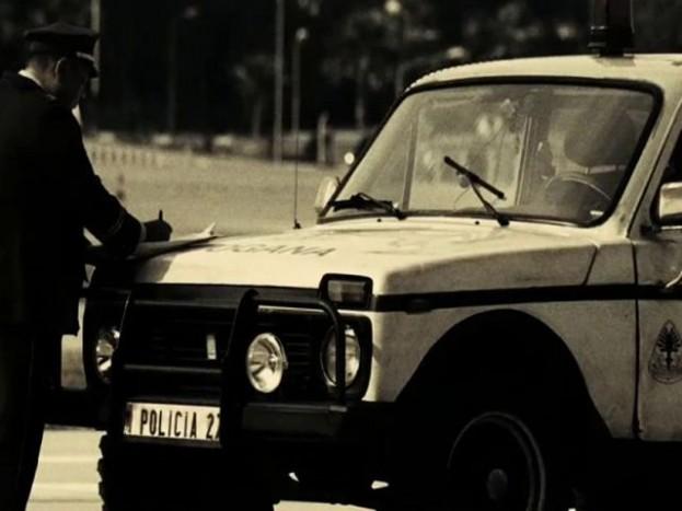 Elrabolva 2, intézkedő rendőrautó.
