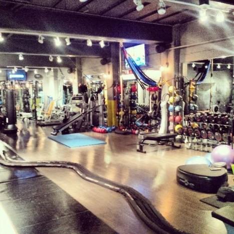 Külön bejáratú saját edzőterme az izomláz paradicsoma