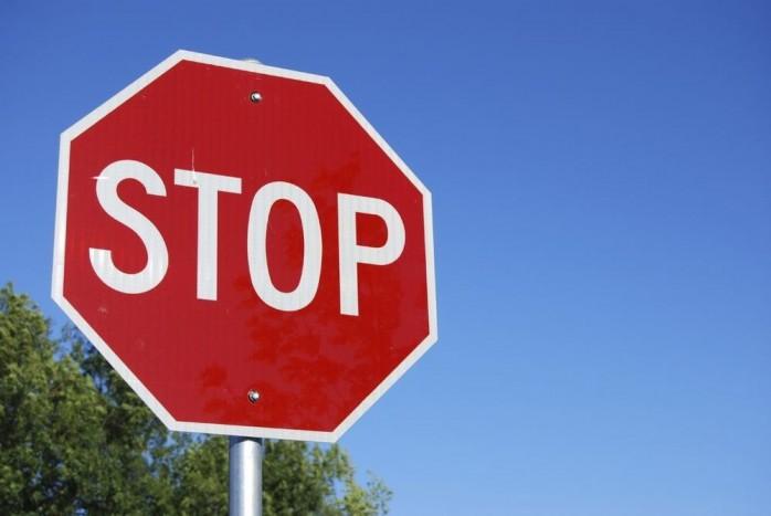 Egy STOP táblánál történő baleset általában kevés vitát szül, egyértelmű ki a hibás. Vagy mégsem? Jogi szakértőnk válaszol!