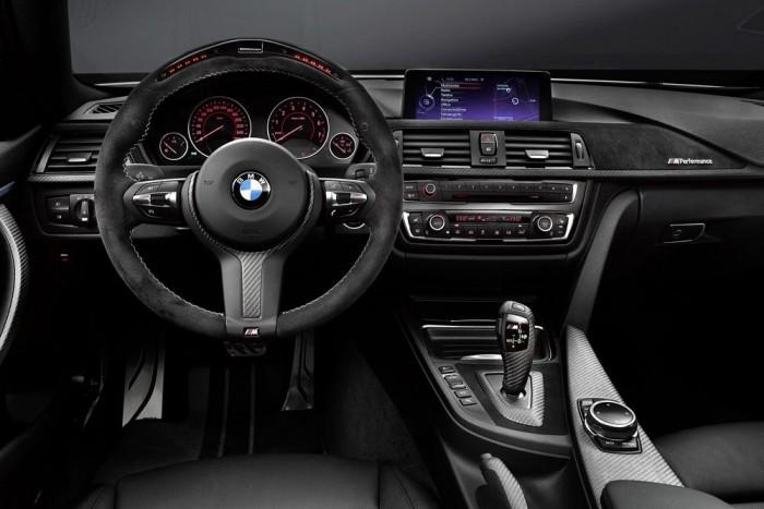 Sport automata váltó, pl. BMW 435i, 66 500 Ft. A BMW-modellek nyolcfokozatú automata váltóját mér elégszer körberajongtuk, most jöjjön egy kissé pofátlan extra ZF-automatikával kapcsolatban. Alapáron ugyanis, úgy 700 ezerért, nem jár váltófül a kormány mögé. Ez az opció például a szép új 4-es BMW-hez 66 500 forintba kerül a sport automata váltóval. Nem rossz pénz két kapcsolóért