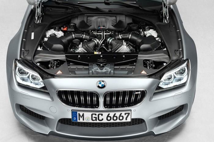 Versenycsomag, BMW M6 Gran Coupé, 2 495 700 Ft. Ha levonunk a 20 collos felnikre egymilliót, még mindig elég vaskos az összeg 2,7 százaléknyi teljesítménytöbbletért, amennyivel az 575 lóerős verzió többet tud a normál M6-nál. A különbség alig haladja meg egy jó minőségű próbapad kétszázalékos mérési hibahatárát