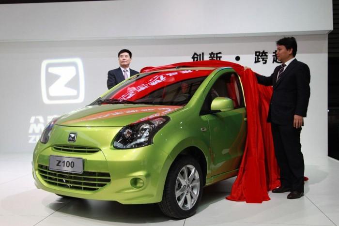 4. Zotye Z100, 915 000 Ft. Kínai verzióban, a helyi gusztushoz igazítva a Suzuki Alto Zotye-emblémával is hódít. A mifelénk ismeretlen kínai gyár többek között FIAT Albeákat és Multiplákat is gyárt