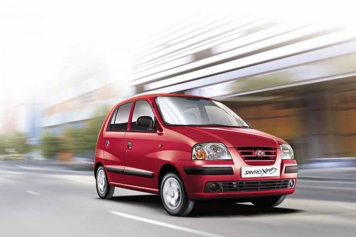 6. Hyundai Santro Xing, 1 185 000 Ft. Hyundai Atos néven mi is teszteltük ezt a típust. A félelemmel vegyes sebességmámort még most is érzem, ahogy 70-nel próbálok vele elfordulni ott, ahol egy rendesebb autó nem dől meg 90-nel. Indiában még gyártják, és egy mopeden közlekedő hatfős családnak elmondhatatlanul nagy előrelépés kényelemben és biztonságban