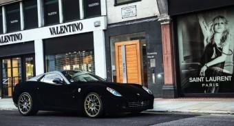Elázott a bársony Ferrari