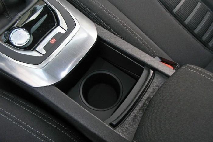 Felárért kulcs nélküli ajtónyitás is rendelhető, amihez jár a nyomógombos motorindítás. Felsőbb felszereltségi szinteken jár az elektromos kézifék