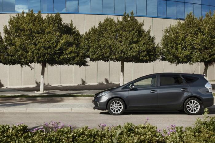 10-7. Toyota Prius+ - 7,38 pont. Az 1997-ben egyetlen autóval induló full hibrid kínálat alaposan kibővült. Ma a Prius+-szal együtt összesen 19 benzines-elektromos hajtású autója van a Toyota konszern márkáinak. A Prius+ egyben a legkevésbé környezetszennyező hétszemélyes autó