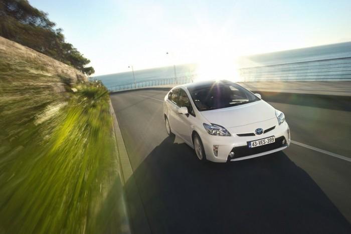 5. Toyota Prius - 7,53 pont. A Prius hajtáslánca uralja a listát: a Toyota hibridjei többféle emblémával és karosszériával is bekerültek a legjobb tíz közé. A modellcsalád alapdarabja ötödik lett és győzött a családi autók értékelésében, mert az előtte végző Lexus csomagtere nem éri el a kritériumként szabott 400 litert