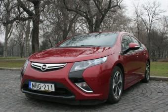 Másfél millióval csökkent az Opel Ampera ára