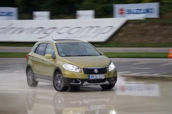 Magyar földön vezettük az új magyar autót