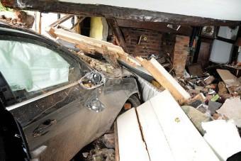 600 éves házba csapódott egy Audi RS4