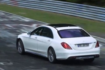 Versenytempóra készül a Mercedes izom-limuzinja