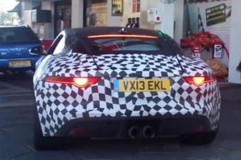Kupénak is ellenállhatatlan a Jaguar F-type