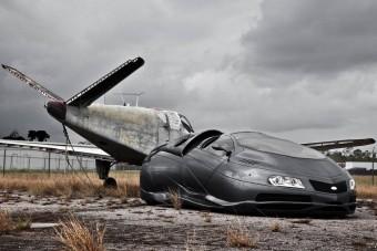 Földhöz simuló, földönkívüli autó