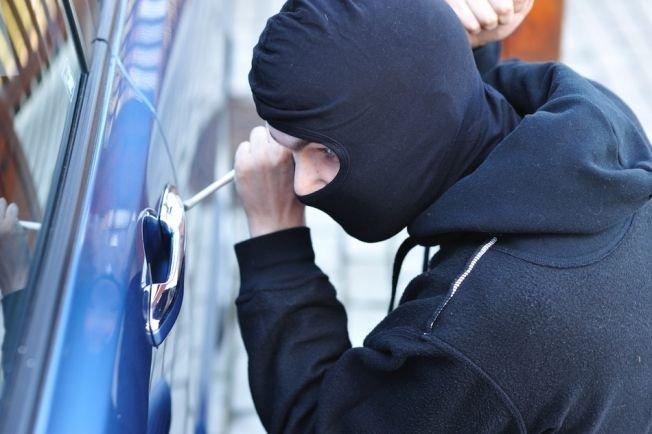 Miért lopnak ismét egyre több autót? Hogyan ússzák meg a bűnözők? Hol van az autótolvajok hipermarketje?