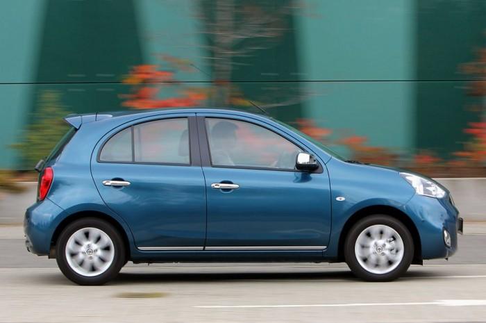 Született városi autó a Nissan Micra, kormánya leheletkönnyű, hátrafelé is jó a kilátás, amit még a tolatókamera adta biztonság is fokoz