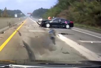 Másik autóval ütközött az elalvó sofőr