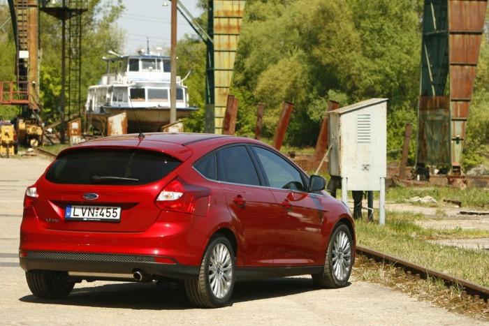 3. Ford Focus, 1608. Míg a személyautó-márkák között Škoda, Opel, VW, Ford a sorrend, a modellek között a Focus dobogós. Céges autóként hagyományosan népszerű