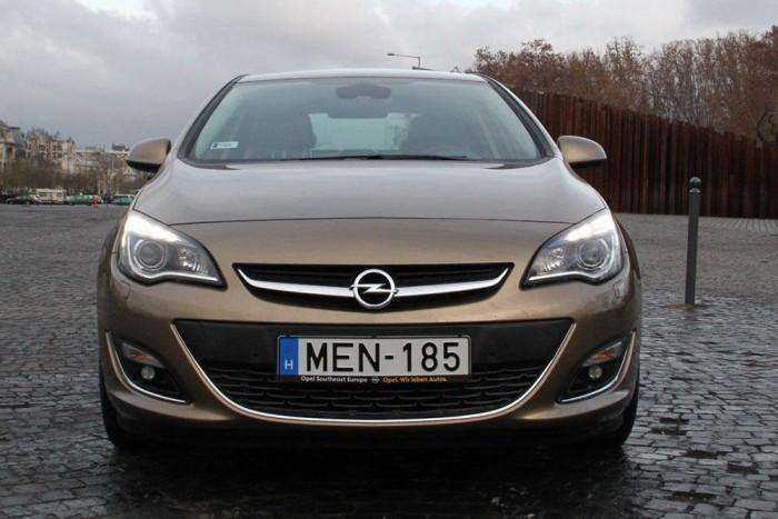 2. Opel Astra, 1848 db. Népszerű cégautó az Opel Astra is, amelynek eladásaiból összesen 310 darab jut az elődre. Mivel a bemutatása óta többször szigorított gyalogosvédelmi előírásoknak a H Astra csak gazdaságtalan továbbfejlesztéssel volna képes megfelelni, az autó jelenleg már nem is helyezhető forgalomba. A 310 régi autó még év elején talált gazdára
