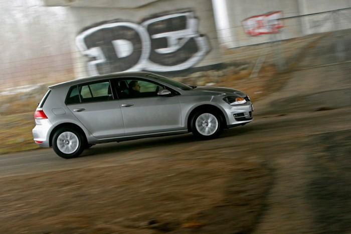 7. Volkswagen Golf, 1235 db. Míg a márkák között a személyautó-piaci rangsorban a Volkswagen a harmadik a Škoda és az Opel mögött, de ezt az eredményt nem a Golf hozta önmagában. Az idei Év Autója a hetedik legnépszerűbb személyautó volt 2013 idén októberig