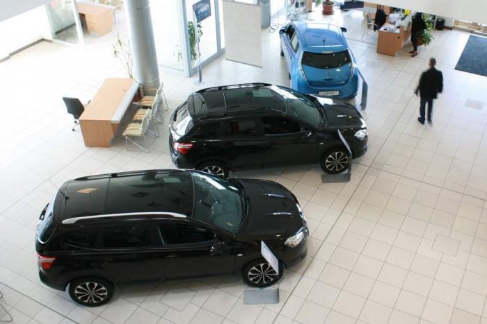 10. Nissan Qashqai, 866 db. A Qashqai kifuttatása annyira jól sikerült, hogy az ezerhatos Visia Redet hiába akarták volna akciós áron 3 990 000 forintért hazavinni a népek, a gyártási kvótát elkapkodták és a kocsi elfogyott. Év elején befut az új. Összehasonlításképp a Mazda CX-5-ből 146 talált gazdára az első tíz hónapban.