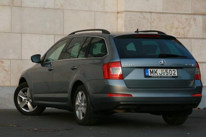 1. Škoda Octavia, 2596 db. Szabad szemmel jól kivehető, hogy Magyarországra megérkezett az új Octavia. Nyár vége óta a kombi is elérhető belőle, ami a piacot életben tartó flottavásárlóknak fontos szempont