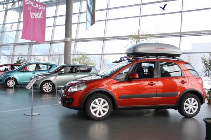 6. Suzuki SX4, 1333 db. Az autócsere program az SX4 forgalmát is megdobta. Az akcióban többnyire a hónap közepétől más márkájú autók tulajdonosai is részt vehetnek, így nemcsak a felelőtlen üzletpolitikával 120 havi hitelekbe beültetett Suzuki-tulajokra számíthat a kereskedőhálózat